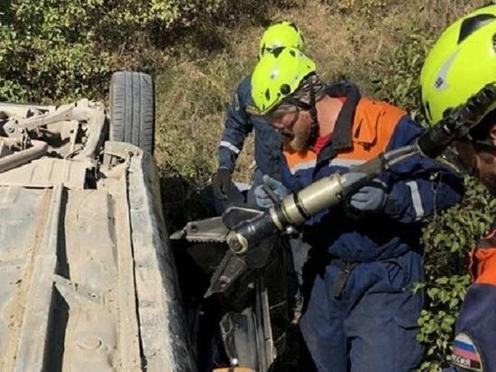 Под Симферополем автомобиль с женщиной и ребенком-грудничком упал с обрыва