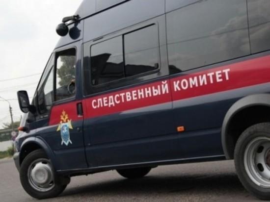 В Новосибирске женщина с младенцем провалилась на улице в кипяток