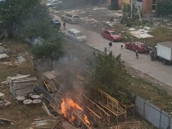 Строительный мусор горел под Ростовом