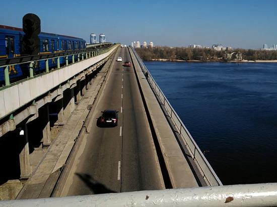 В Киеве мужчина пригрозил взорвать мост и открыл стрельбу