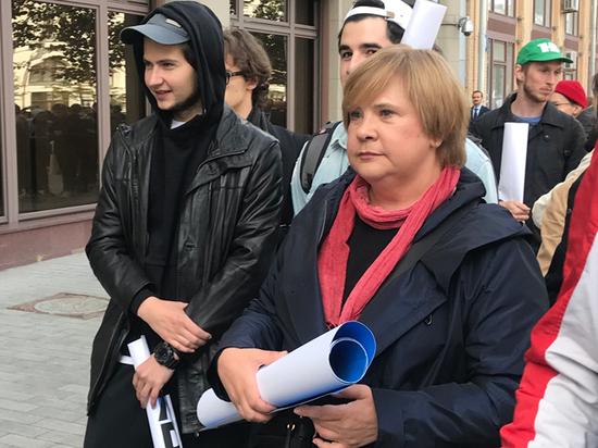 «Двигало искреннее возмущение»: Догилева объяснила пикет в поддержку актера Устинова