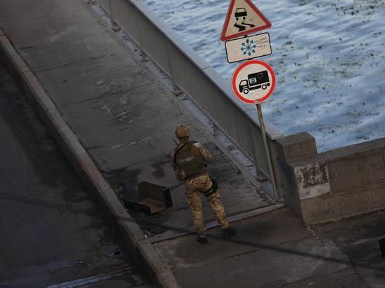 Захвативший киевский мост открыл огонь и потребовал захвата Донбасса