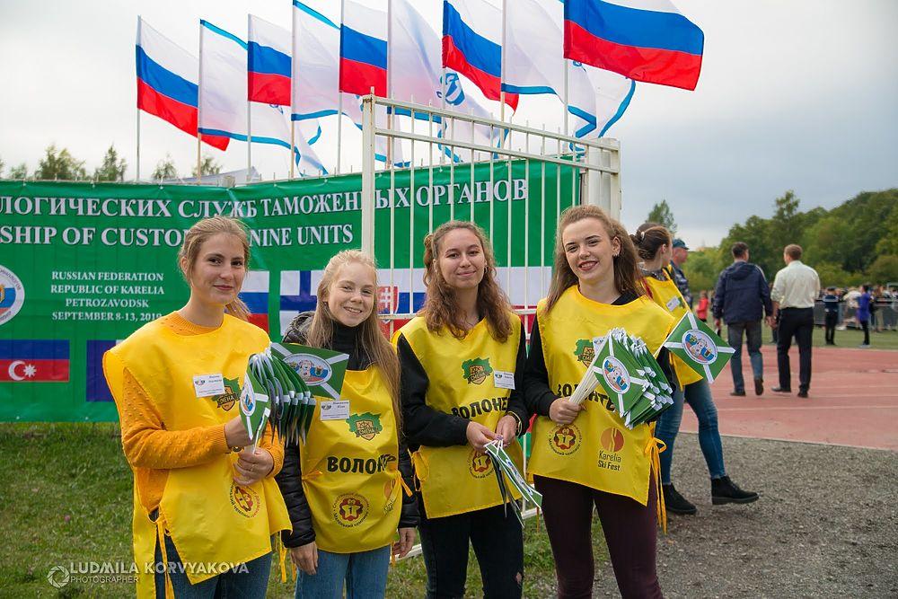 Умные собаки-таможенники удивили на международных соревнованиях кинологов в Петрозаводске
