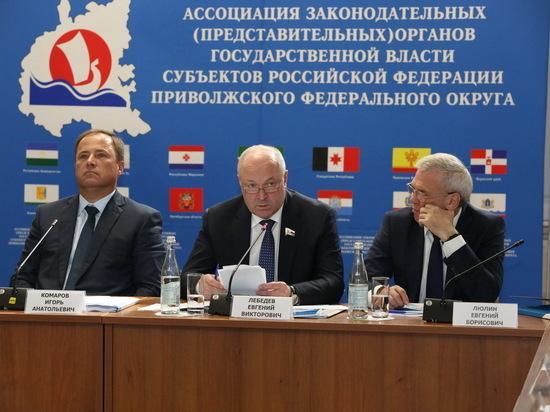 Перспективы перевозок водным транспортом обсудили на заседании Ассоциации законодателей ПФО