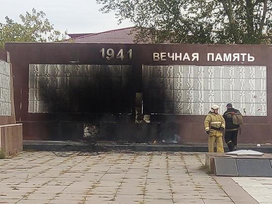 В Новосибирской области загорелся мемориал погибшим в годы ВОВ
