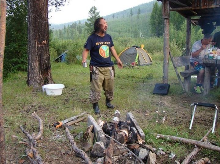 «Изгнать Путина из Кремля»:Шамана Габышева задержали завернутым в палатку в одних подштанниках