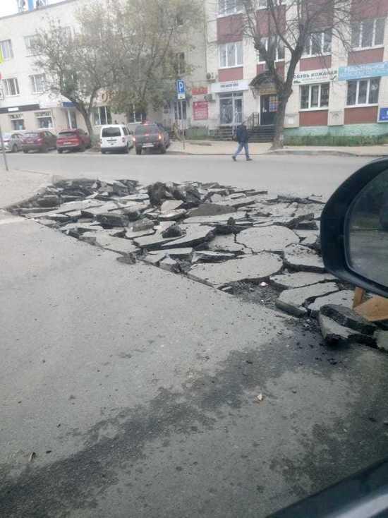 На Плеханова в Калуге бьют хороший асфальт