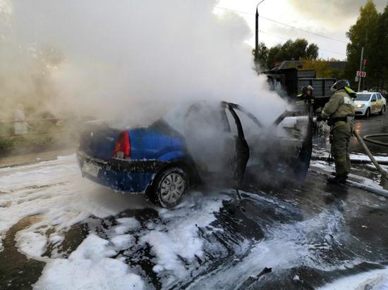 В Ярославской области во время движения загорелся «Рено Логан»