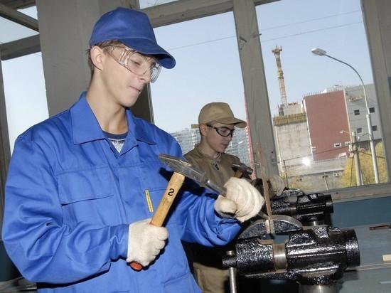 Названы самые дефицитные профессии в регионах России