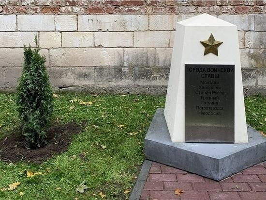 В сквере Памяти Герое в Смоленске высадили молодые деревья