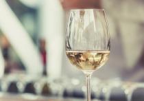 В прессе со ссылкой на рекомендации экспертов Министерства здравоохранения РФ прошла информация о том, что якобы употребление 200 мл вина для женщин и около 900 мл пива для мужчин влечет лишь незначительный риск для здоровья