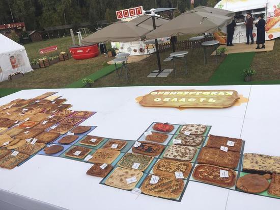 Пирог весом 200 кг в форме карты представлен на хлебном форуме под Калугой