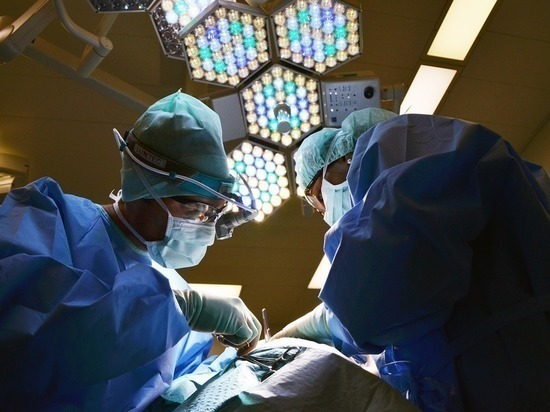 В Москве пациенту удалили из живота гигантскую агрессивную опухоль