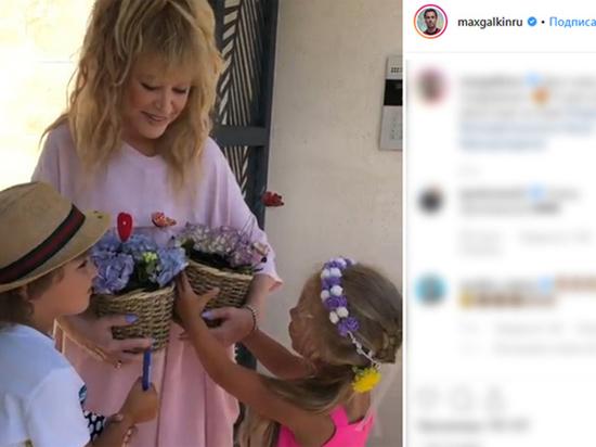Цветы для Пугачевой: флорист раскрыл значение необычного букета от детей