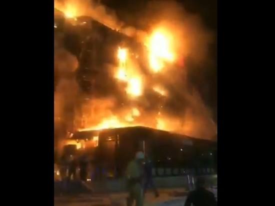 Опубликовано видео крупного пожара в ТЦ
