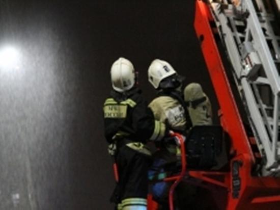 В Грозном потушили пожар на площади 700 квадратных метров