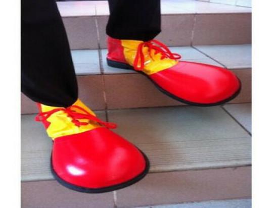 Абаканец попросил примерить продавца туфли и испарился в них с рынка