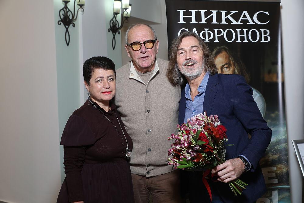 Волочкова, Кобзон, Бледанс: Никас Сафронов собрал сливки общества на выставку