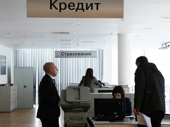 Сын - за отца: банки захотели оценивать клиентов по долгам родственников