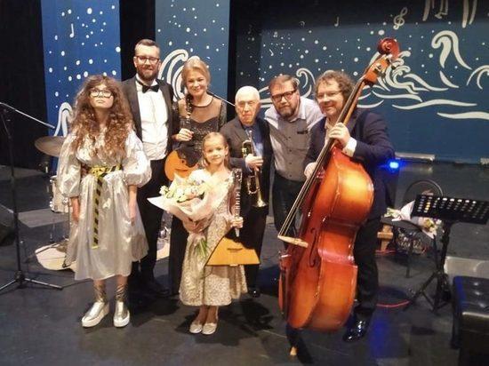Тамбовская балалаечница поздравила Осиповский оркестр