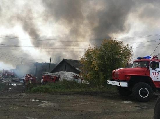 Площадь пожара в цехе древесины в Свердловской области составила 2 тысячи квадратов