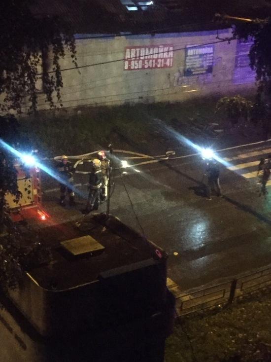 Ночью в Екатеринбурге тушили автосервис