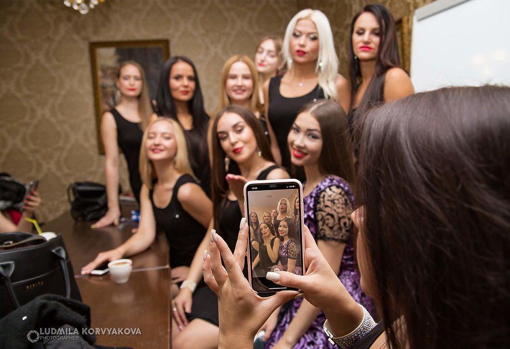 Кто эта красотка: прекрасные девушки из Карелии принимают участие в необычном фестивале красоты