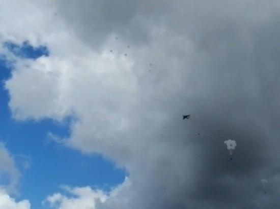 Обнародована видеозапись падения машин ВДВ при десантировании под Оренбургом