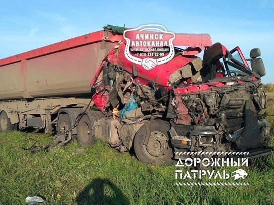 В Ачинском районе столкнулись два грузовика – есть погибшие