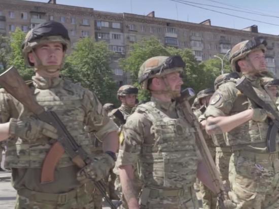 Украинские десантники и пехотинцы устроили массовую драку в Донбассе