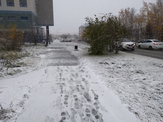Транспортный коллапс: Салехард и Лабытнанги завалило осенним снегом