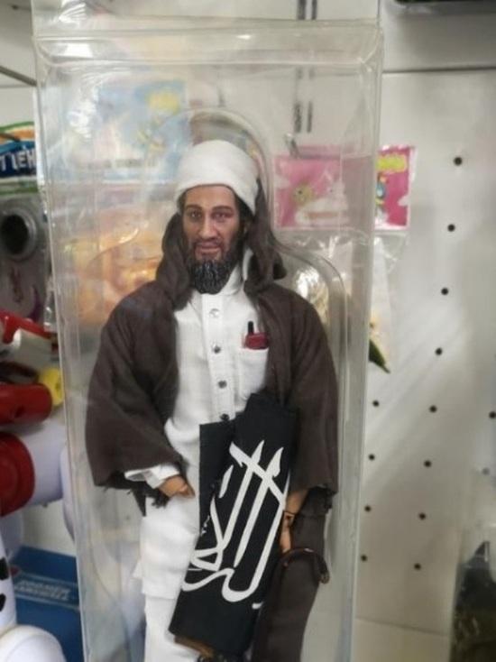 «Бен Ладена» с автоматом сфотографировали в магазине игрушек в Ставрополе