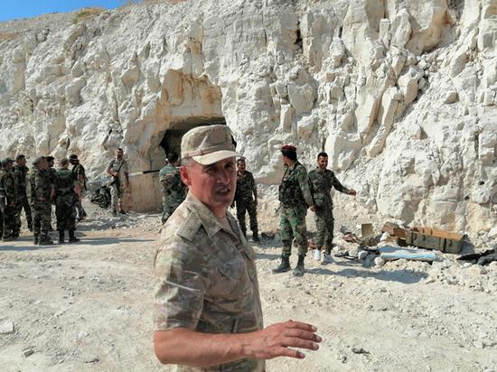 Генерал Равиль Мугинов рассказал о работе с беженцами в Сирии