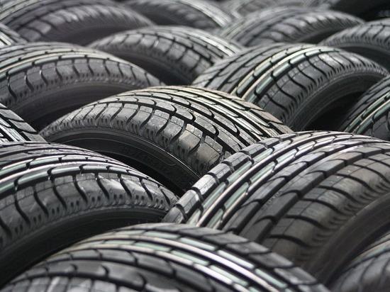 Ноябрьским автолюбителям рекомендовали сменить шины
