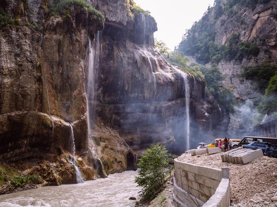 Водопады Северного Кавказа назвали в десятке лучших в России для туристов