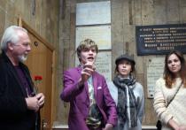 В холле «Московского комсомольца» прошла церемония открытия мемориальной доски Осипу Мандельштаму
