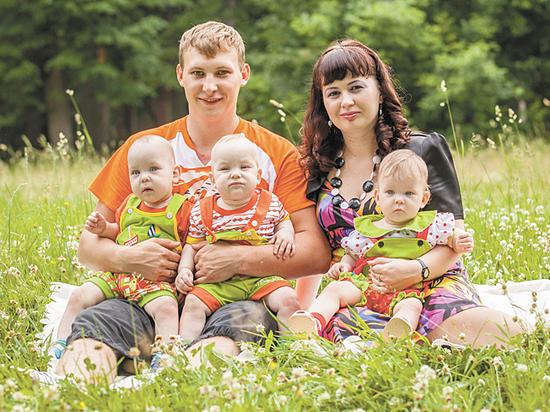 Семьи с тройняшками рассказали о тратах на жизнь