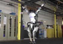 Инженеры, представляющие компанию Boston Dynamics, представили видеозапись, на котором робот Atlas демонстрирует свои новые возможности