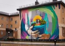 Минская художница расписала стену школы-интерната в Тазовском