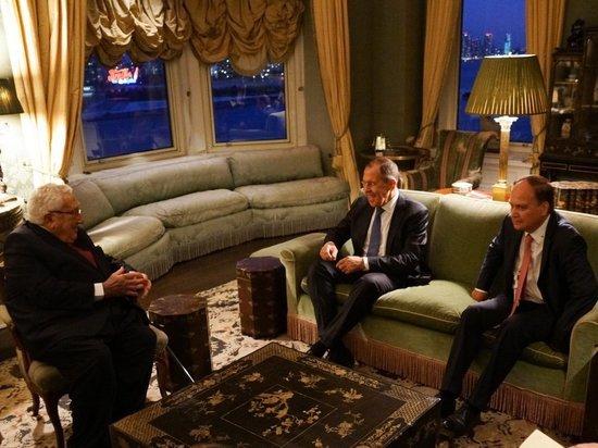 Лавров обсудил с Киссинджером американо-российские отношения