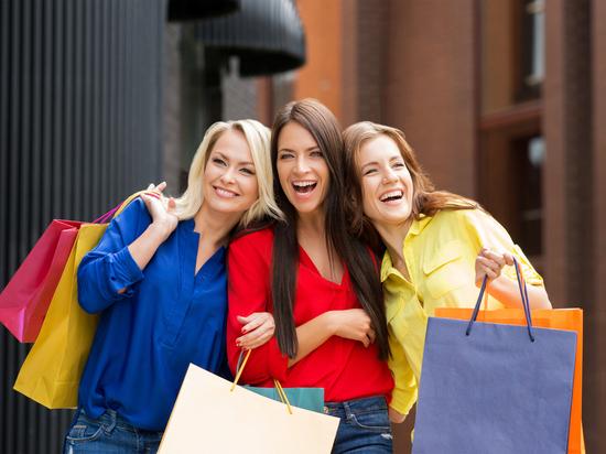 В Новосибирске три девушки пытались обокрасть ларек с косметикой