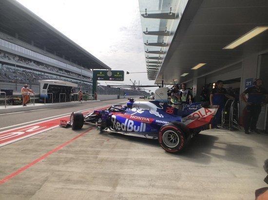 Даниил Квят досрочно завершил первую практику Гран-при Сочи