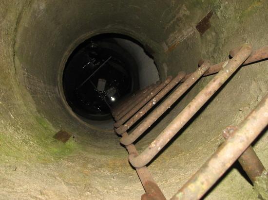 В Воронеже мужчина спустился в канализационный колодец и задохнулся