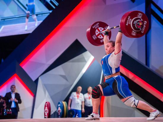 Тяжелоатлетка Каширина принесла обескровленной сборной России единственную медаль ЧМ