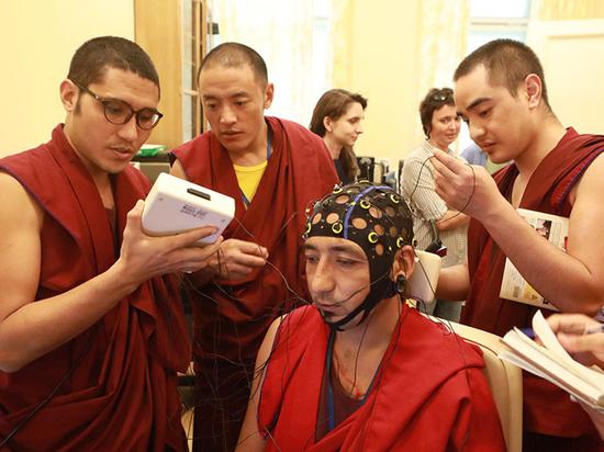 Буддийские монахи прошли практику в российском институте мозга