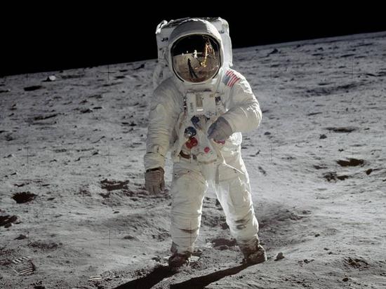 Астрофизик рассказал, почему на Луне стоит искать инопланетян