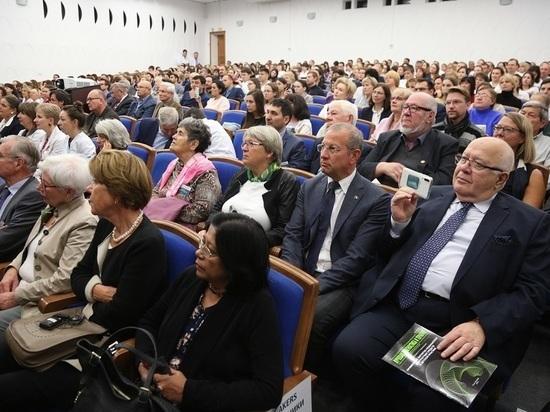 Около 1 трлн рублей выделят на создание 500 центров онкологической помощи