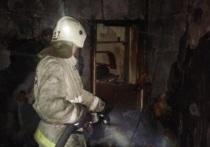 Ночью в Салехарде подожгли жилой дом: 20 человек эвакуировано