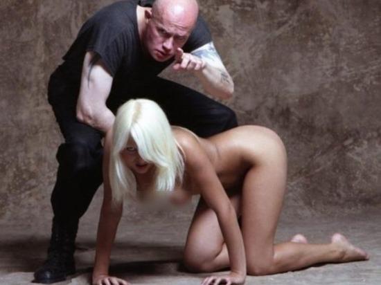 Уволенная за эротические фото педагог из Магнитогорска призвала учителей раздеться догола