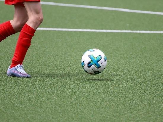 Волгоградец с инвалидностью учит детей футболу